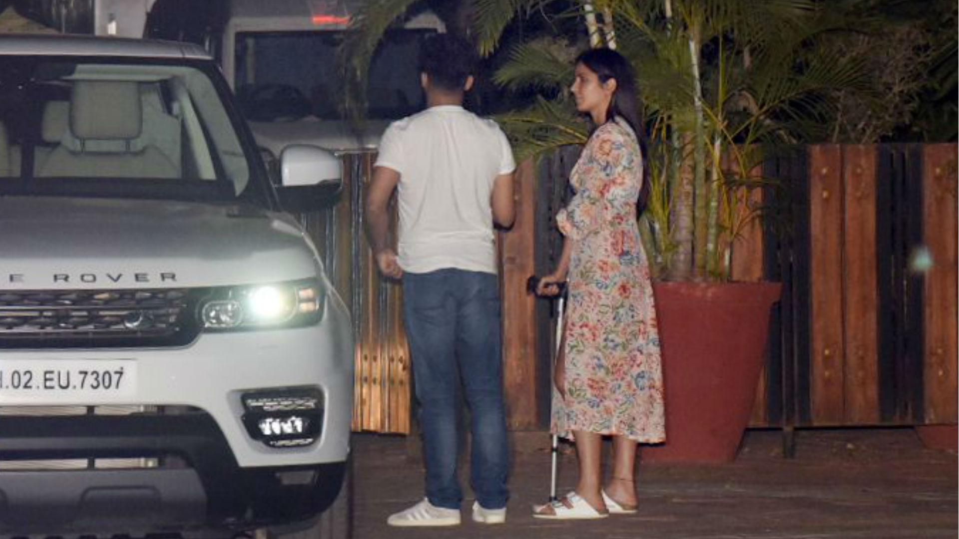 भारत की शूटिंग के दौरान घायल हुईं कैटरीना कैफ! छड़ी के सहारे चल रहीं अभिनेत्री, देखिए तस्वीरें