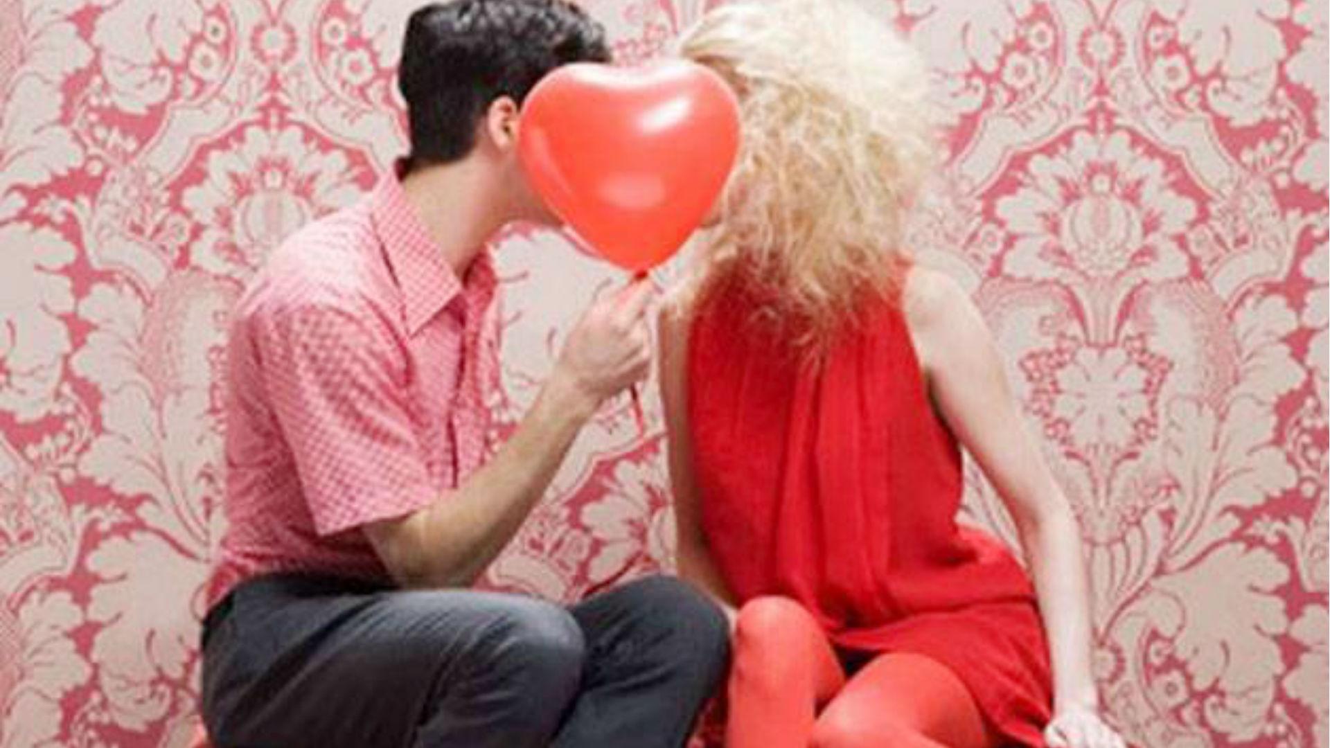वेलेंटाइन डे 2019: प्यार के दिन अपने क्रश से कैसे करें मोहब्बत का इजहार? आपके लिए ही हैं ये रोमांटिक सॉन्ग