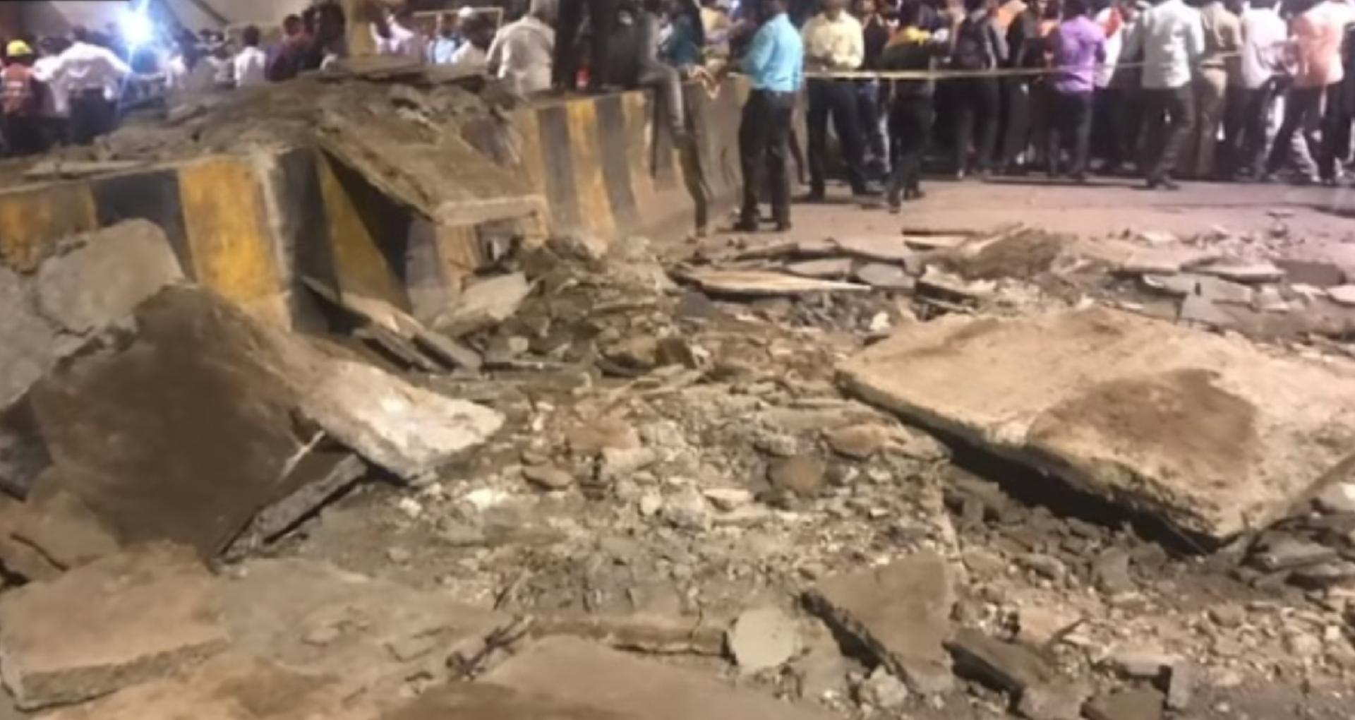 मुंबई में हुआ बड़ा हादसा, फुटओवर ब्रिज गिरने से हुई 5 लोगों की मौत, कई हुए घायल