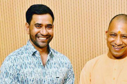 Dinesh Lal Yadav Nirahua and Yogi Adityanath