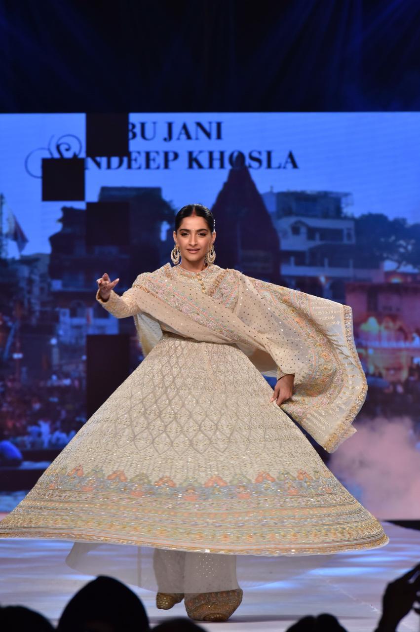 Sonam Kapoor Ahuja Abu Jani Khosla Show