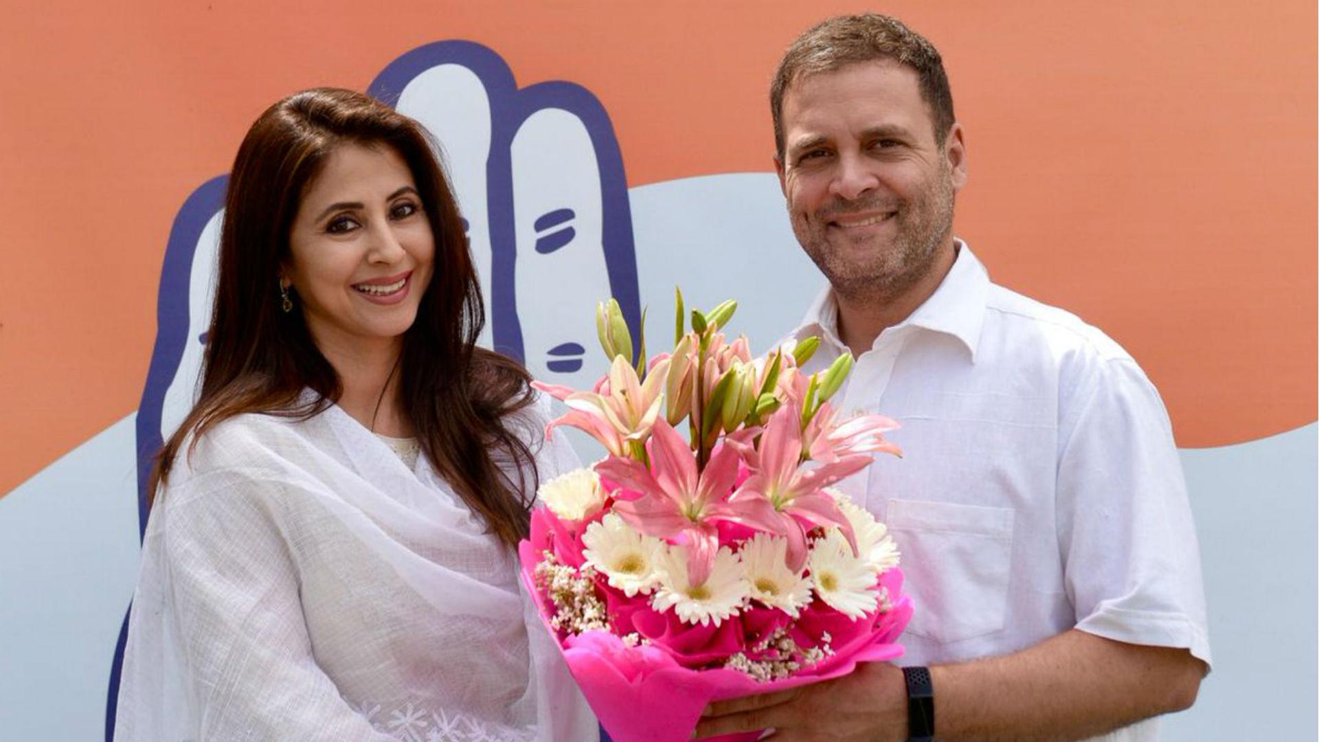 कांग्रेस में शामिल हुईं अभिनेत्री उर्मिला मातोंडकर, राहुल गांधी ने बुके देकर किया पार्टी में स्वागत