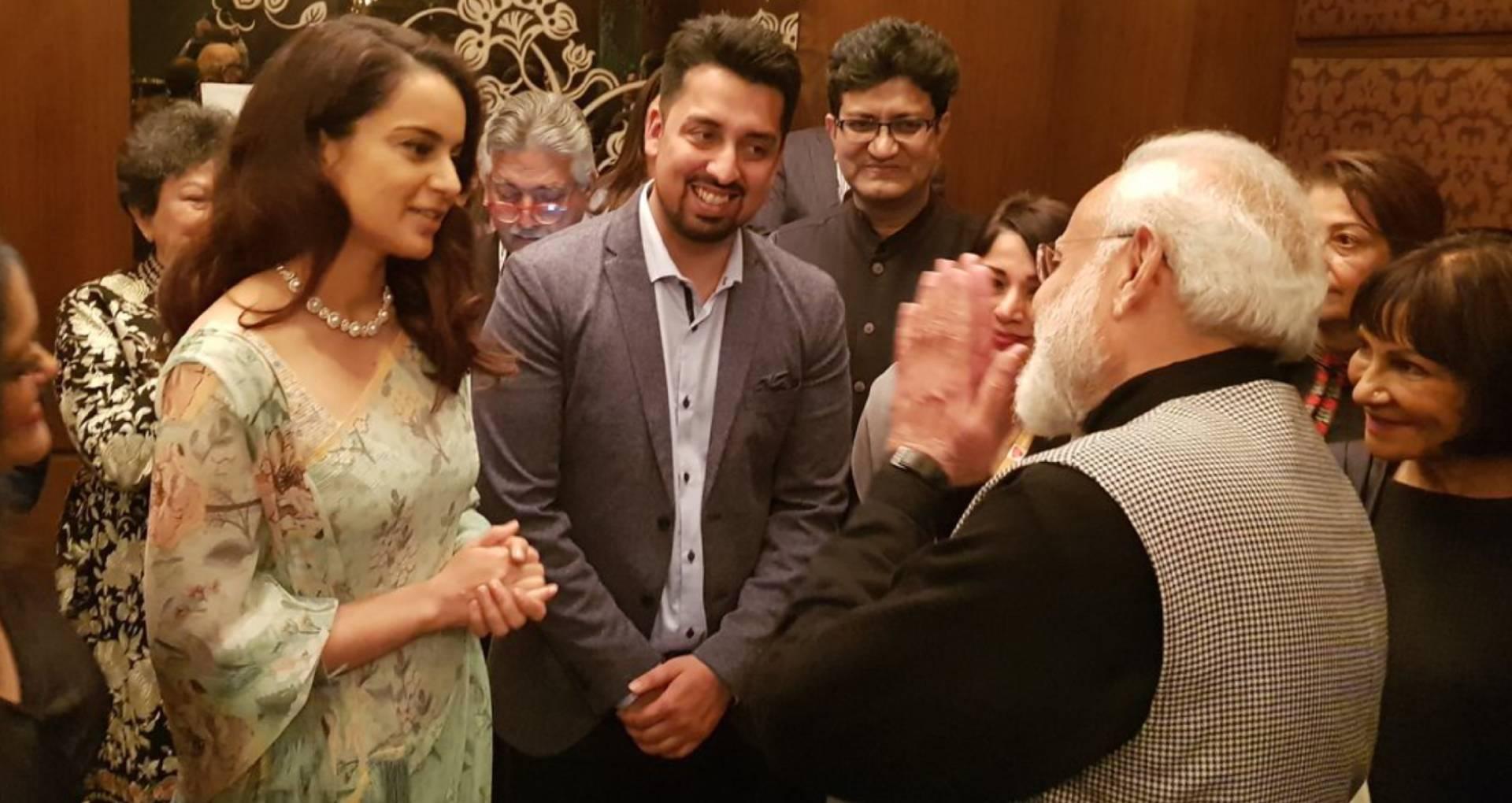 कंगना रनौत को देखते ही प्रधानमंत्री नरेंद्र मोदी ने जोड़े हाथ, तस्वीरों में देखिए कैसे मिलीं दोनों हस्तियां