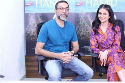 हामिद फिल्म की अभिनेत्री रसिका दुग्गल और डायरेक्टर एजाज खान की तस्वीर (फोटो हिंदी रश)