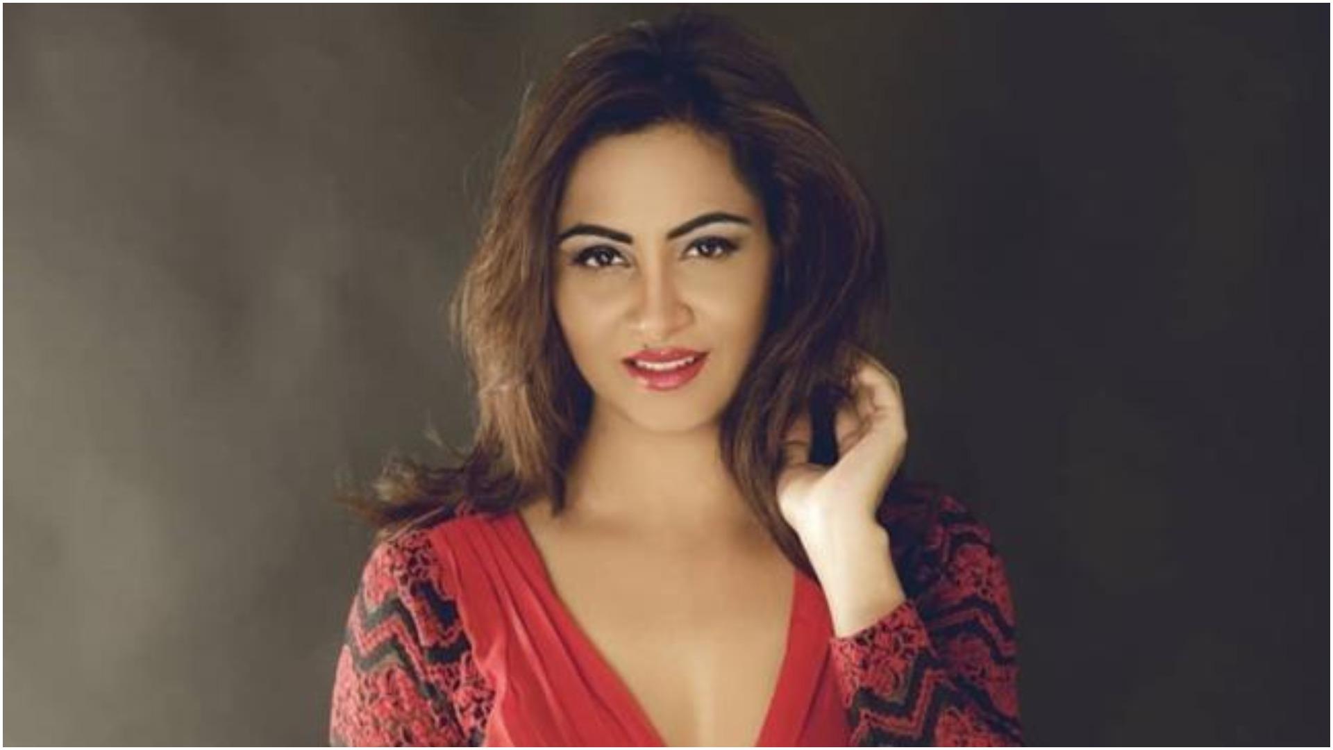 अर्शी खान एक्सक्लूसिव: महिलाएं ही महिलाओं को कम समझती हैं, इमोशनली ब्लैकमेल हो जाती हैं शिल्पा शिंदे