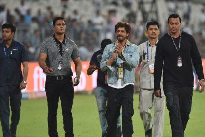 आईपीएल के मैदान में शाहरुख खान का दिखा जोशीला अंदाज, देखिए कोलकाता नाइट राइडर्स को कैसे किया चियर्स