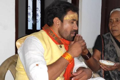 Dinesh Lal Yadav With Mother