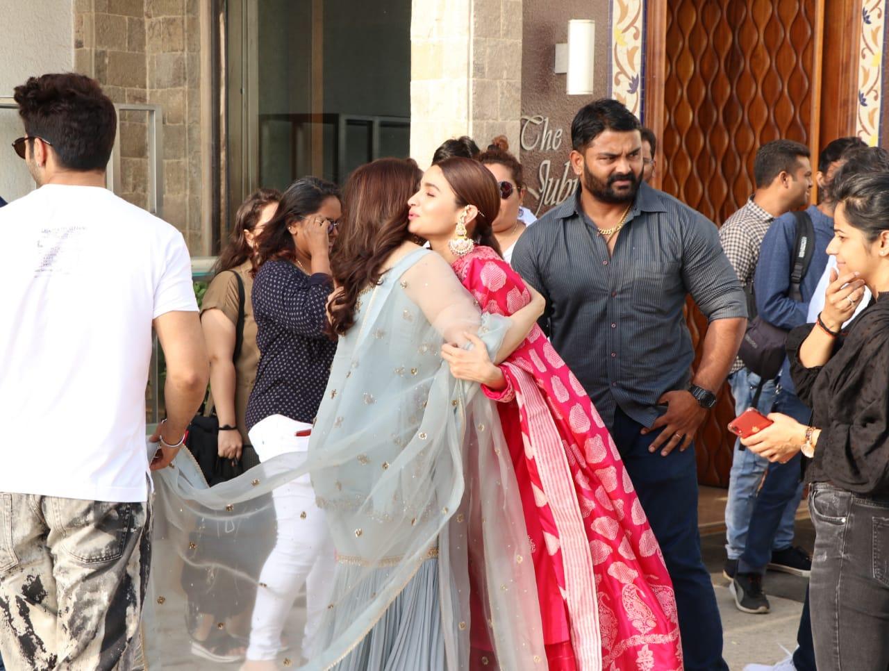 Kalank Varun Dhawan Alia bhatt ADitya Roy Kapoor Hug