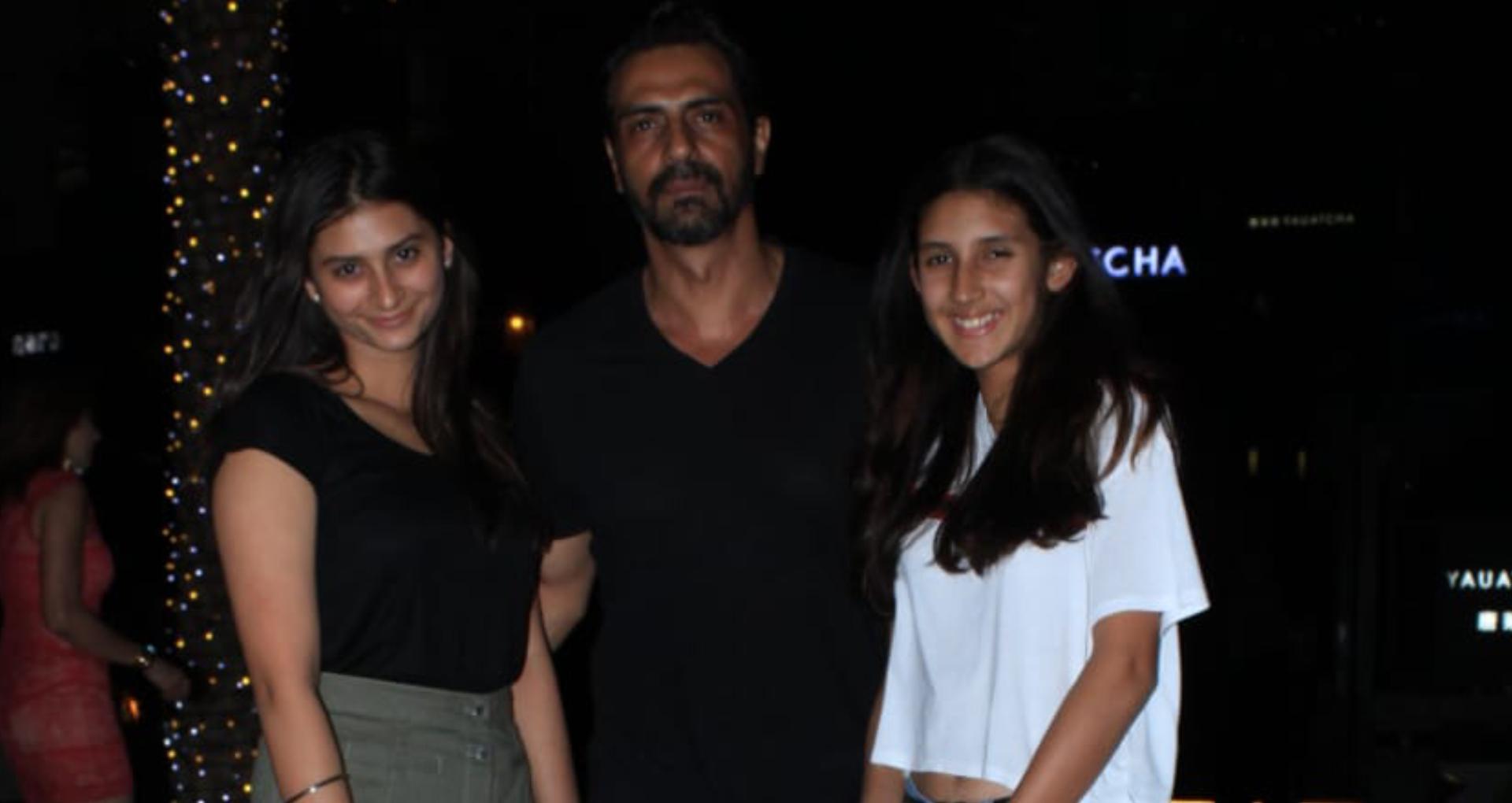 अर्जुन रामपाल अपनी बेटियों के साथ डिनर डेट पर आए नजर, बाप-बेटी के बीच कुछ यूं दिखा प्यार