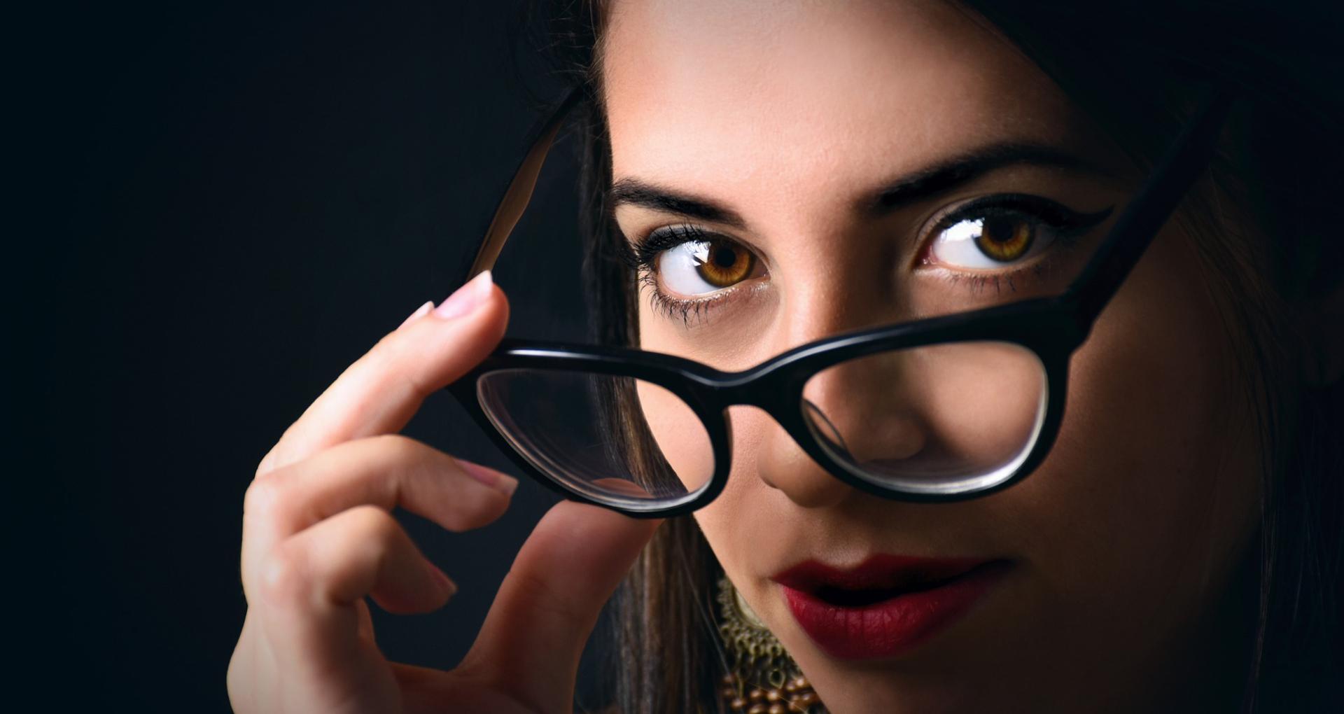 चश्मे से चाहिए छुटकारा, तो हर रोज सुबह उठते ही दो मिनट में करें ये काम, बढ़ जाएगी आंखों की रोशनी