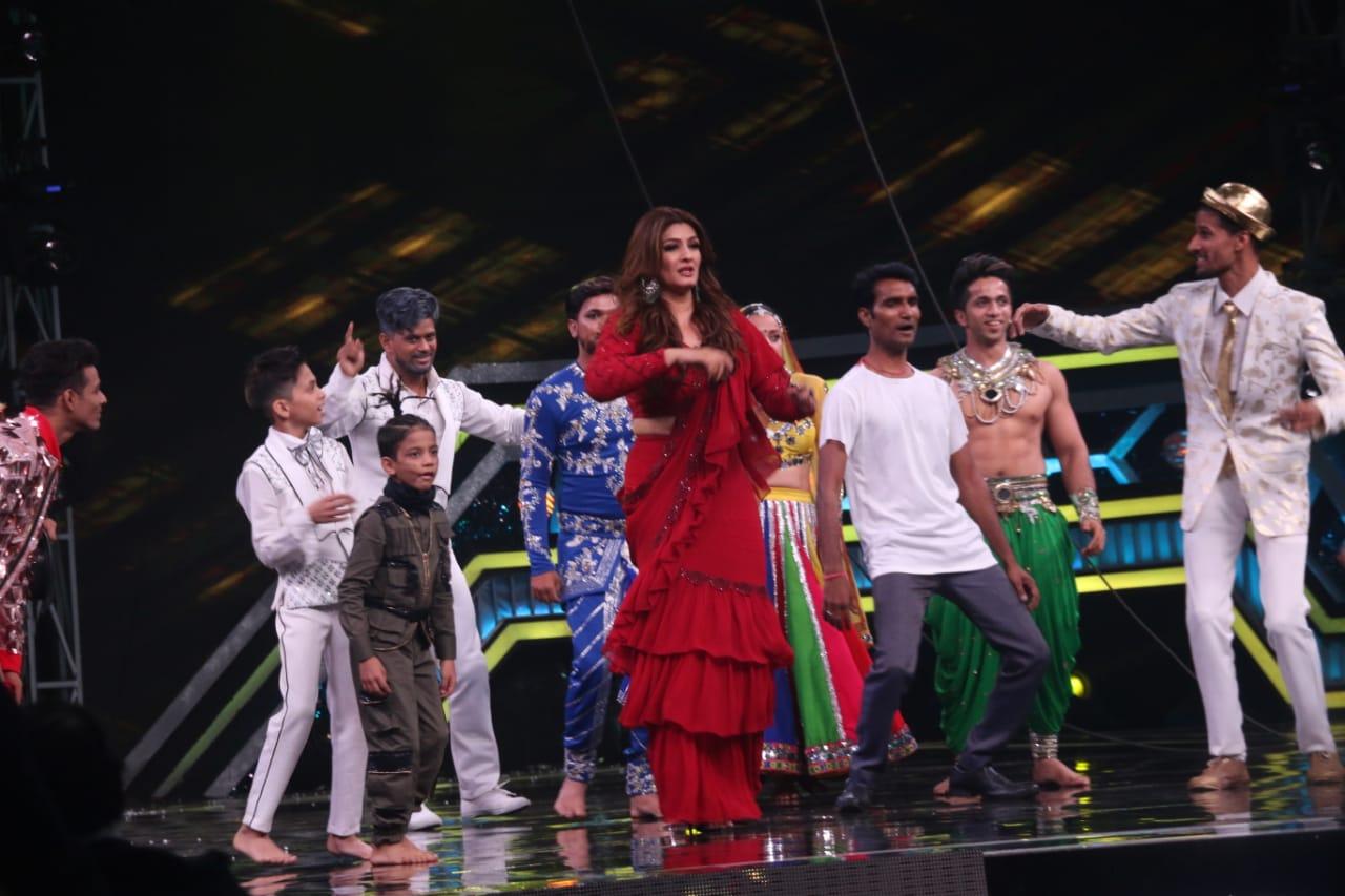 Raveena Tandon Dance 1 At Super Dancer Chapter 3