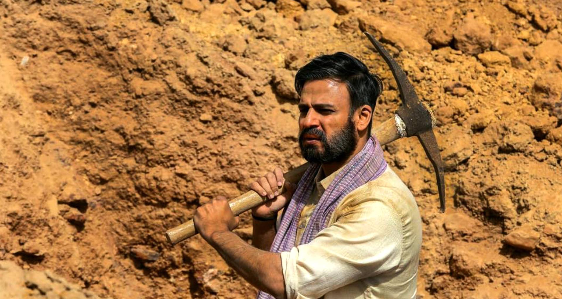 एक्सक्लूसिवः 'पीएम नरेंद्र मोदी' के विवादों से अंजान थे डायरेक्टर, कहा- विपक्ष ने मेरे कंधे से चलाई गोलियां