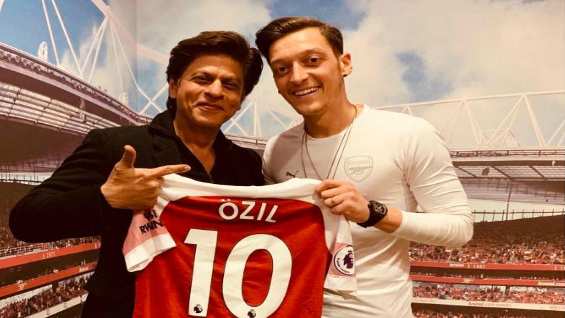 शाहरुख खान का दीवाना है ये मशहूर फुटबॉलर, मैच दिखाने के लिए बुलाया लंदन, देखिए ये तस्वीरें