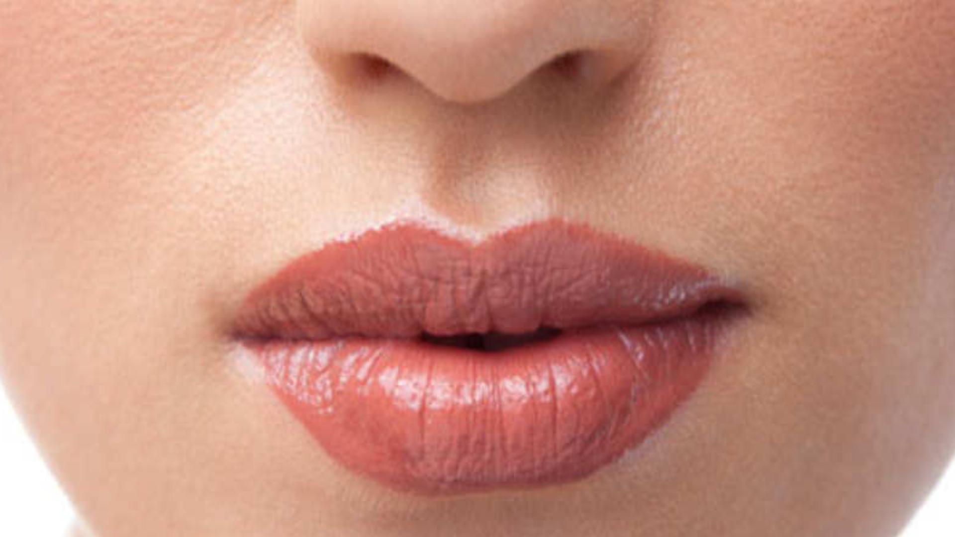 Beauty Tips: डार्क अपर लिप्स से हैं परेशान, तो इन 5 आसान घरेलू नुस्खों की लें मदद