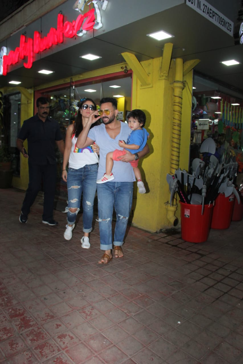 Saif Ali Khan Kareena Kapoor Taimur ALi Khan 8