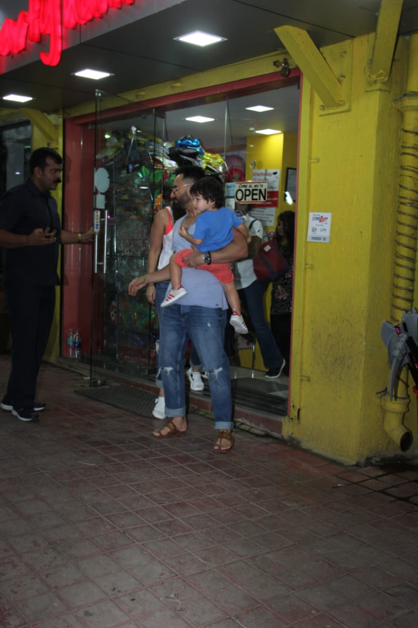 Saif Ali Khan Kareena Kapoor Taimur ALi Khan 9