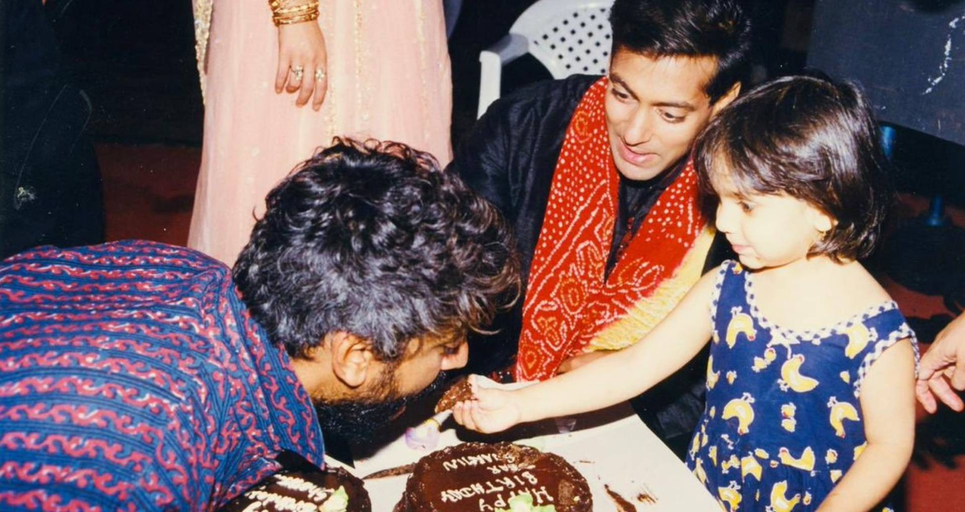 सलमान खान ने शेयर की शरमिन सहगल का बर्थडे मनाने वाली तस्वीर, लेकिन काट दिया ऐश्वर्या राय बच्चन का चेहरा