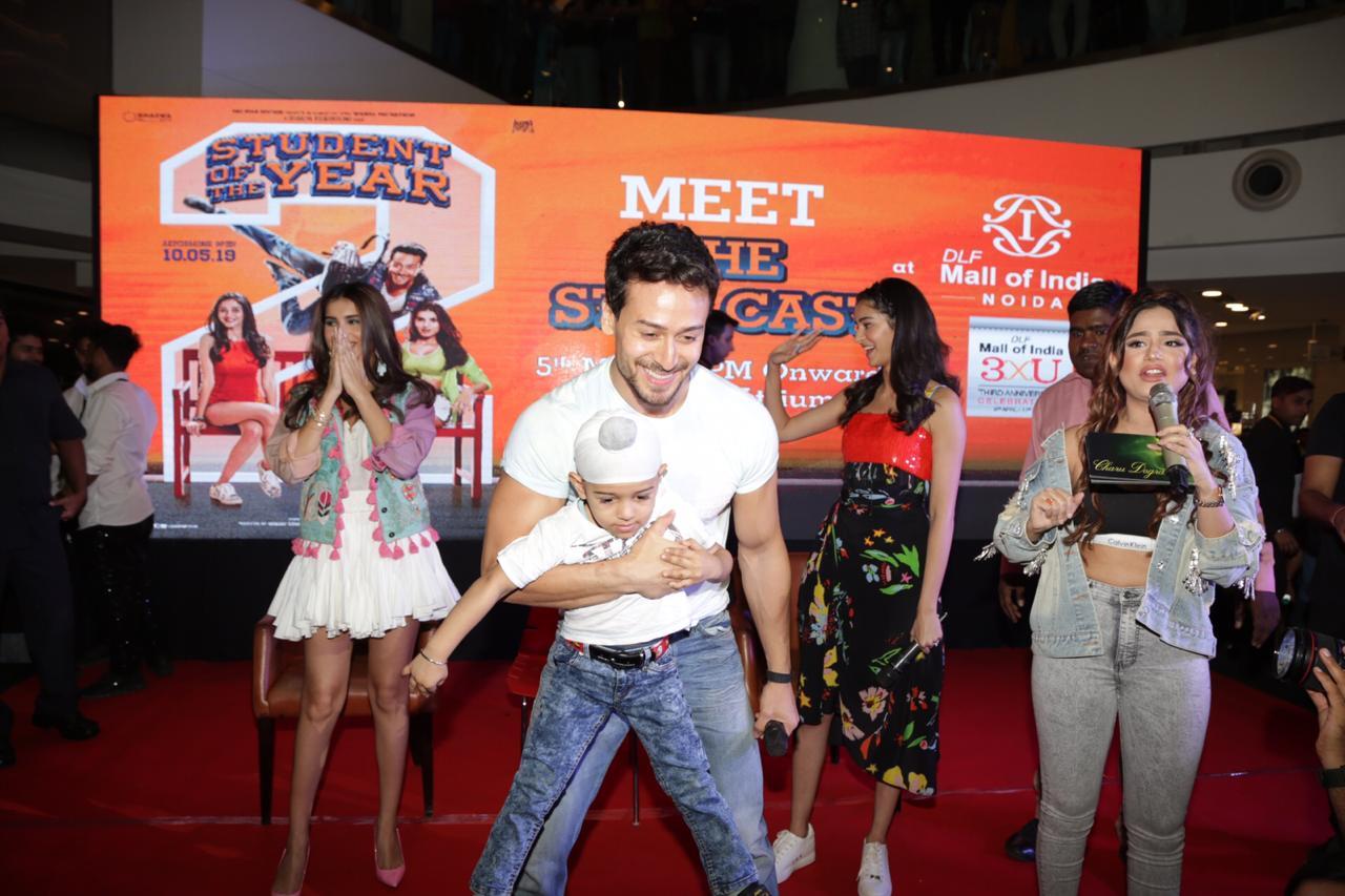 Student Of The Year 2 Tara Sutaria Ananya Pandey Tiger Shroff Dance (2)