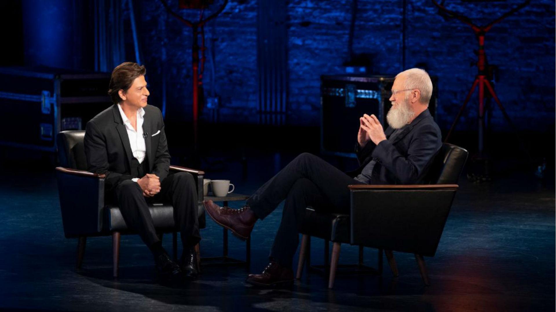 डेविड लेटरमैन के शो में पहुंचे शाहरुख खान, एक-दूसरे से मिलने पर दोनों दिग्गजों ने जताई ऐसे खुशी
