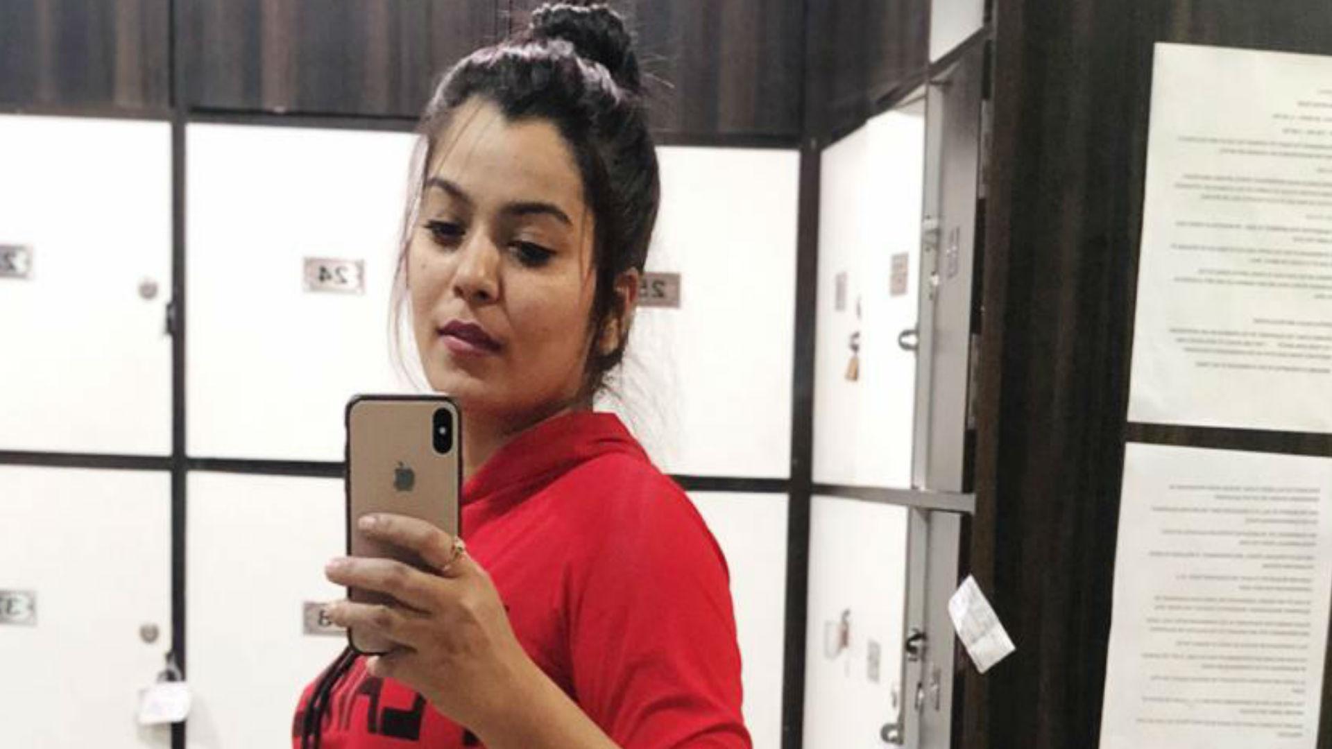 एक्सक्लूसिव: भोजपुरी एक्ट्रेस निधि झा के हाथ लगी बॉलीवुड फिल्म, कुछ यूं तैयारी में लगी लूलिया गर्ल