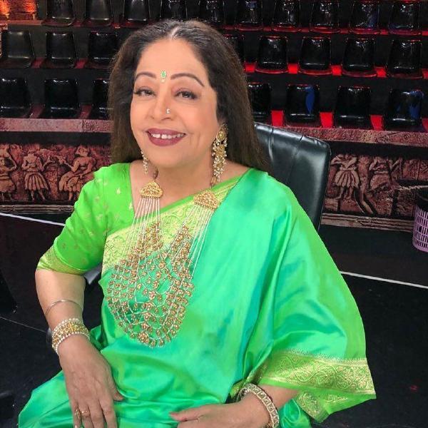 हिंदी सिनेमा की सबसे शानदार अभिनेत्रियों में से एक, किरन खेर ( Kirron Kher age) का जन्म 14 जून, 1955 को किरन के रूप में चंडीगढ़ में हुआ था। सबसे पहले एक थिएटर पर्सनालिटी इसके बाद अभिनेत्री और अब वो एक लोकसभा सदस्य बन गयी हैं| किरन खेर को क्रिटिक्स द्वारा उनके प्रदर्शन के लिए कई वर्षों से प्रशंसा मिली है। सरदारी बेगम, बारिवली जैसी प्रशंसित फिल्मों के अलावा उन्होंने देवदास, रंग दे बसंती, वीर जारा जैसे कई कॅमर्शियल फिल्में की हैं|