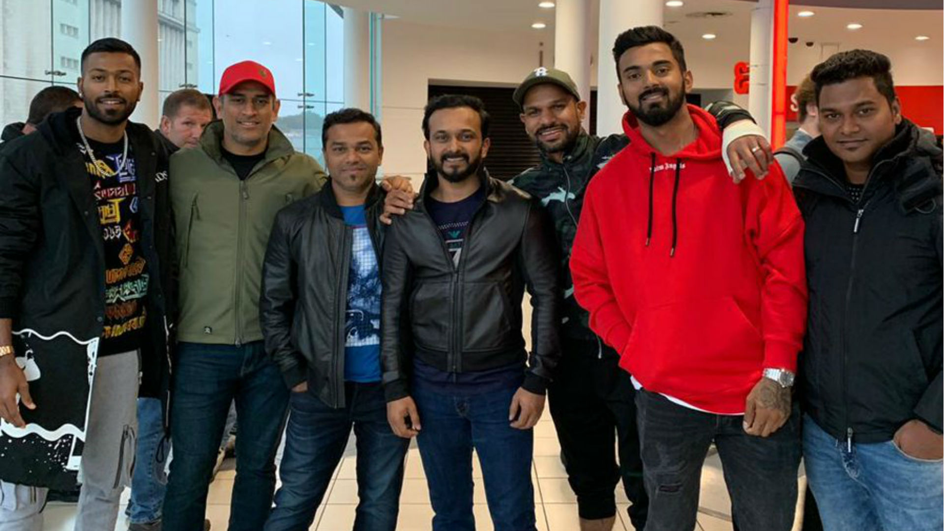 टीम इंडिया के खिलाड़ियों ने इंग्लैंड में देखी सलमान खान की फिल्म भारत, दबंग खान का आया रिएक्शन