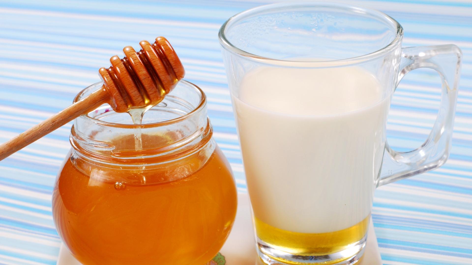 Health Tips: रोजाना दूध में शहद मिलाकर पीने से शरीर को होंगे ये 5 फायदे, जानकर रह जाएंगे हैरान