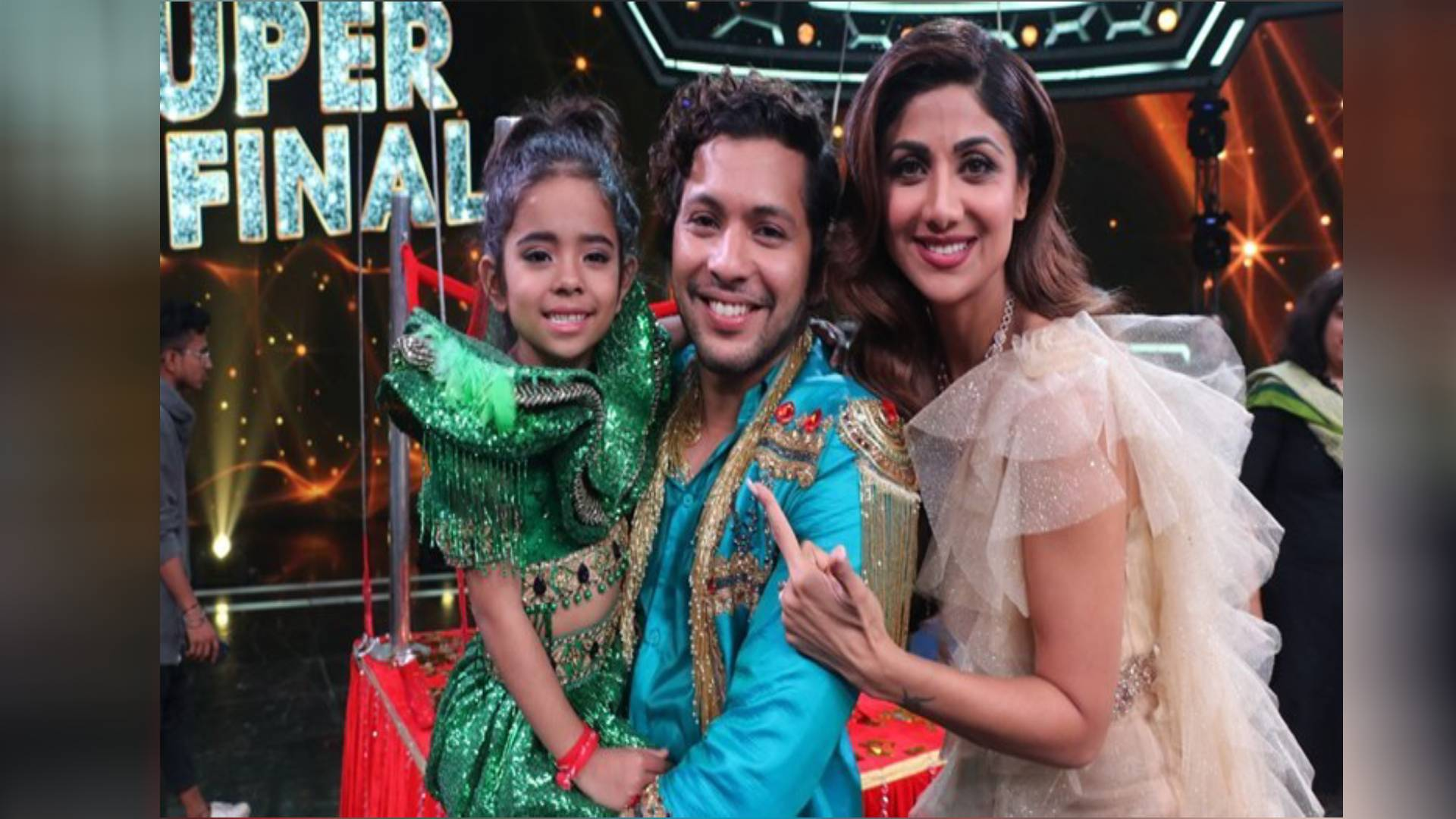 Super Dancer Chapter 3 Winner Rupsa Batabyal Took Trophy And Prize
