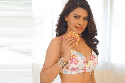 Sherlyn Chopra Hot Video