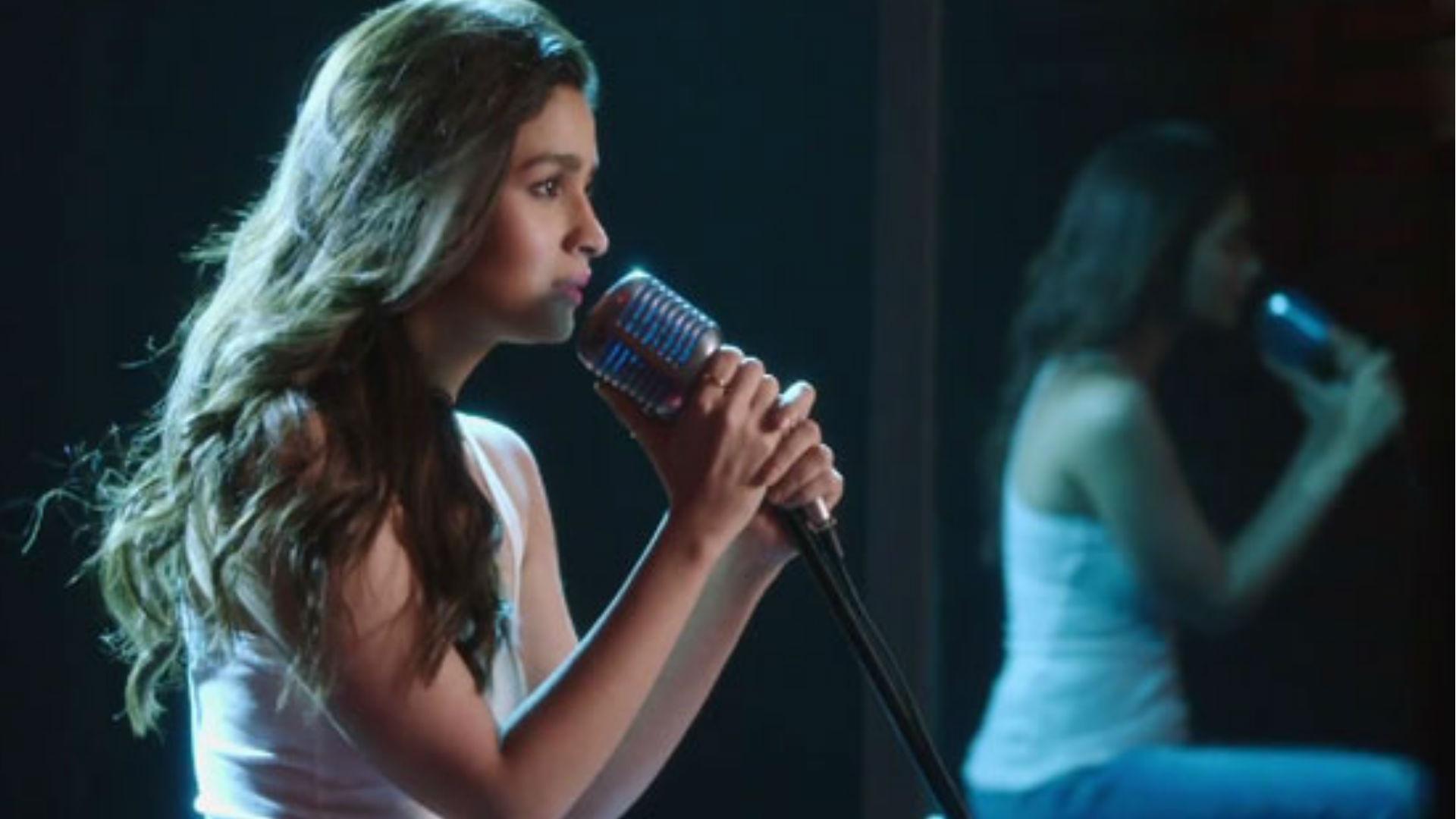 बॉलीवुड एक्ट्रेस आलिया भट्ट ने फिर थामा माइक, इस फिल्म के लिए गाएंगी रोमांटिक गाना