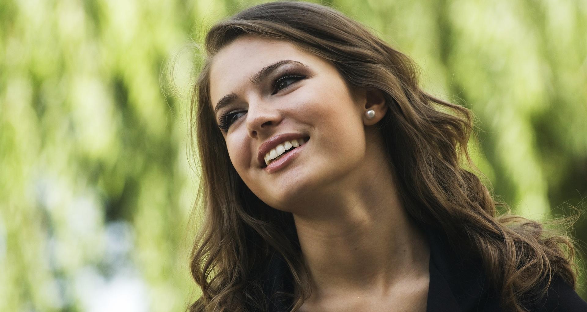 Skin Care Tips: फेस सीरम स्किन की कई परेशानियों को करता है दूर, जानिए मॉइश्चराइजर और इसमें क्या है फर्क