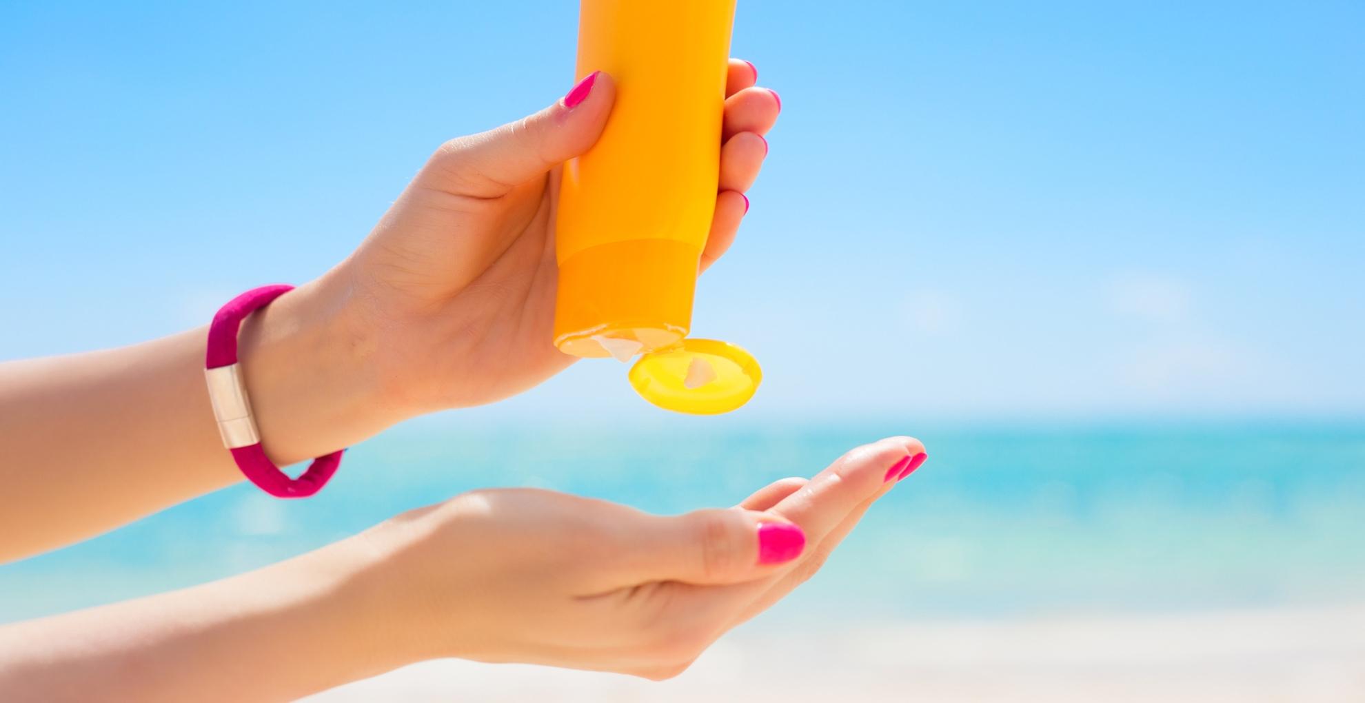 Skin Care Tips: सनस्क्रीन लगाते वक्त अगर आप भी करती हैं ये गलतियां, तो हो जाइए सावधान