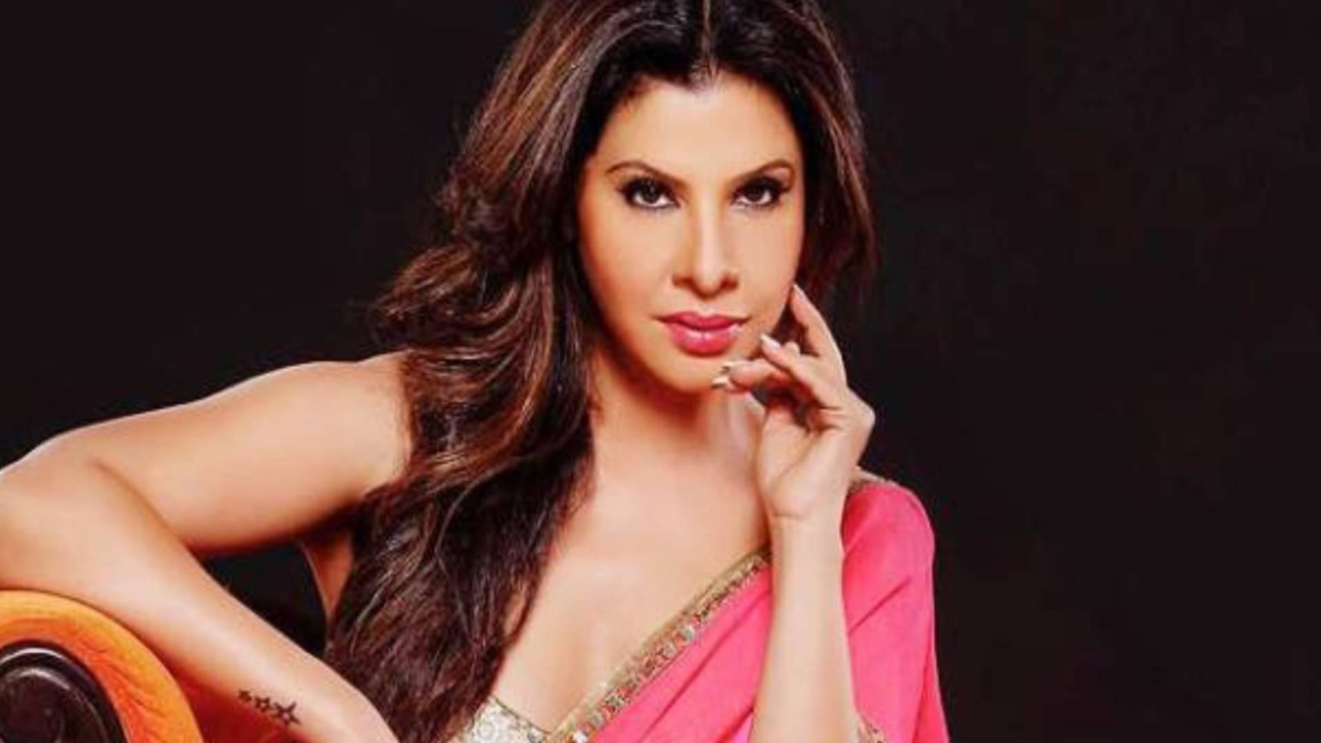 Bhojpuri Star Sambhavna Seth 5 Popular Controversies On Screen And  Otherwise - इन पांच विवादों के चलते सुर्खियों में रही थीं भोजपुरी स्टार संभावना  सेठ, बनी थीं राहुल महाजन के ...