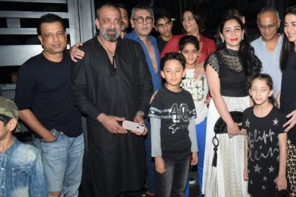 Sanjay Dutt With Wife Maanayata Dutt And Kids
