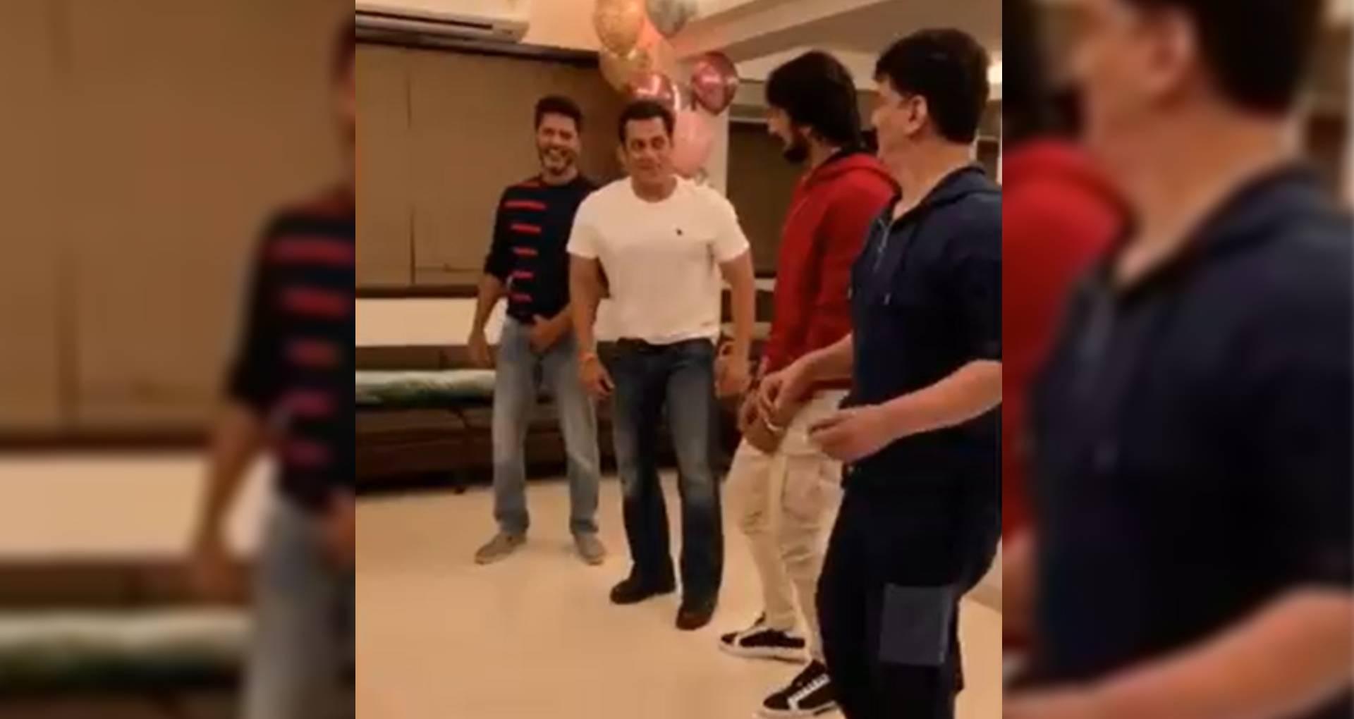 सलमान खान ने दबंग 3 के विलेन के साथ किया दमदार डांस, प्रभु देवा ने सिखाए ये शानदार मूव्स, देखिए वीडियो