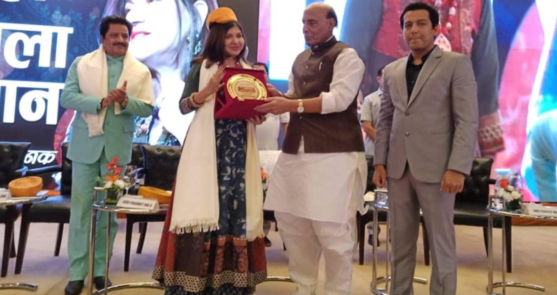 अलका याग्निक को रक्षा मंत्री राजनाथ सिंह ने दिया ये बड़ा सम्मान, बैकग्राउंड सिंगर ने बताई अवार्ड मिलने की वजह