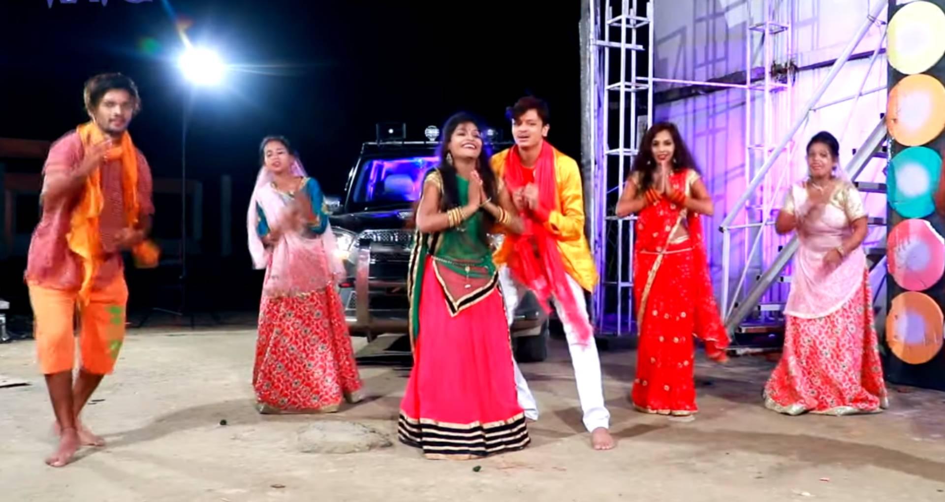 Bhouji Nachatari Devghar Me Song: भोले बाबा की भक्ति में ऐसे डूबी शिव कुमार की भाभी, देखिए ये नया बोल बम सॉन्ग