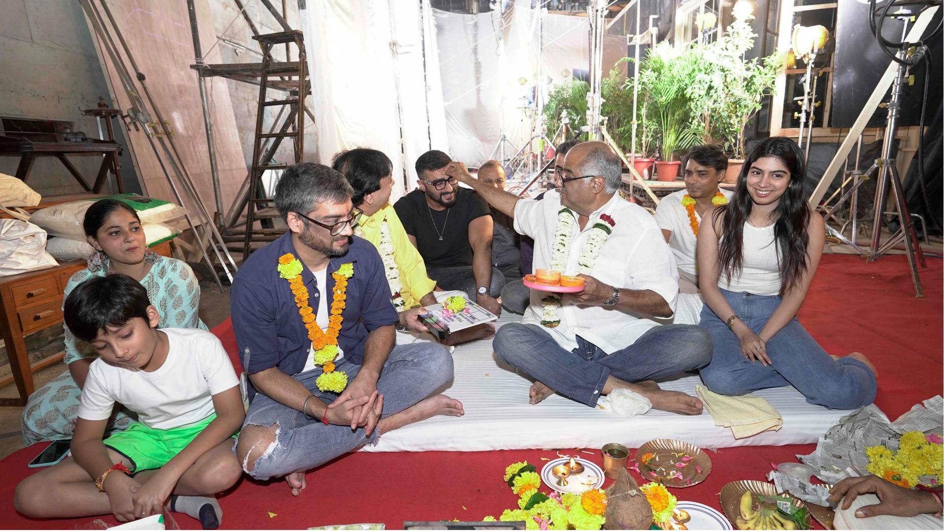 Maidaan Movie: बोनी कपूर ने की फिल्म की मुहूर्त पूजा, अर्जुन कपूर को टीका लगाते आए नजर, देखिए तस्वीरें