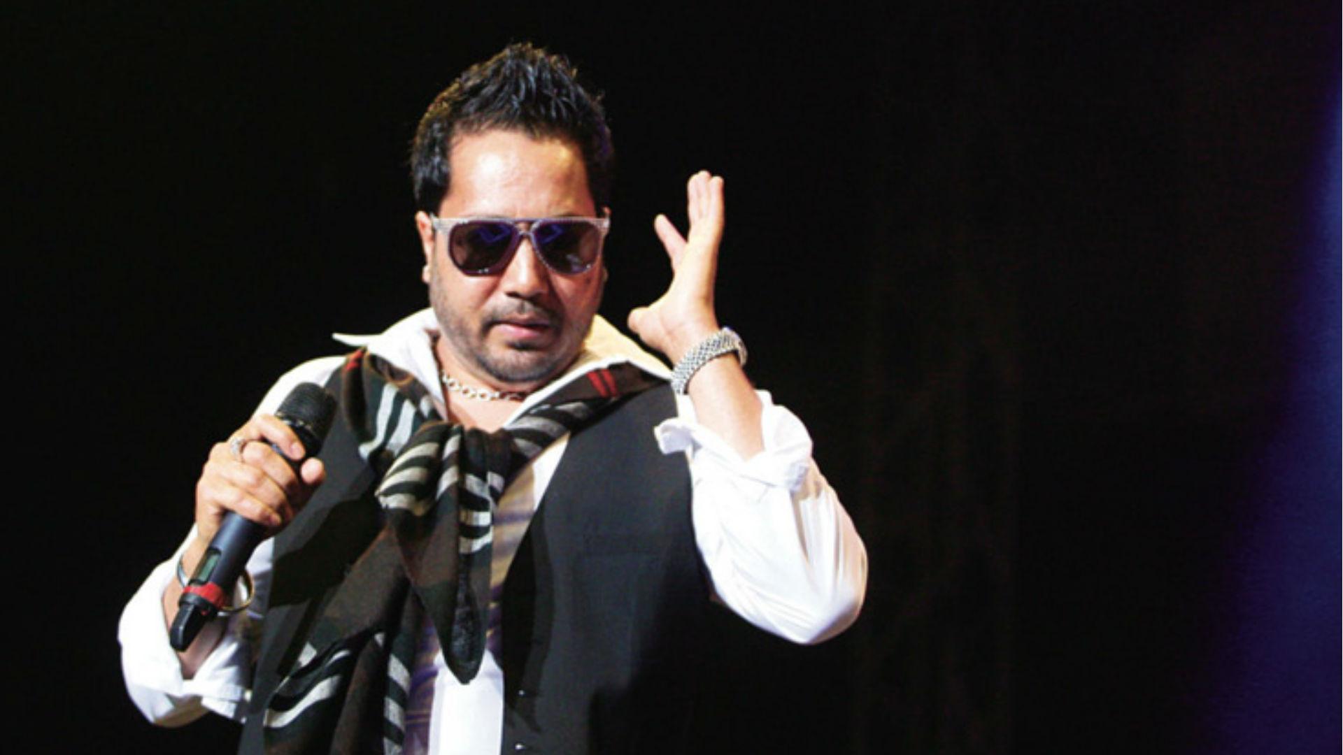 मीका सिंह को पाकिस्तान में परफॉर्म करना पड़ा महंगा, भारतीय फिल्म इंडस्ट्री में लगा बैन