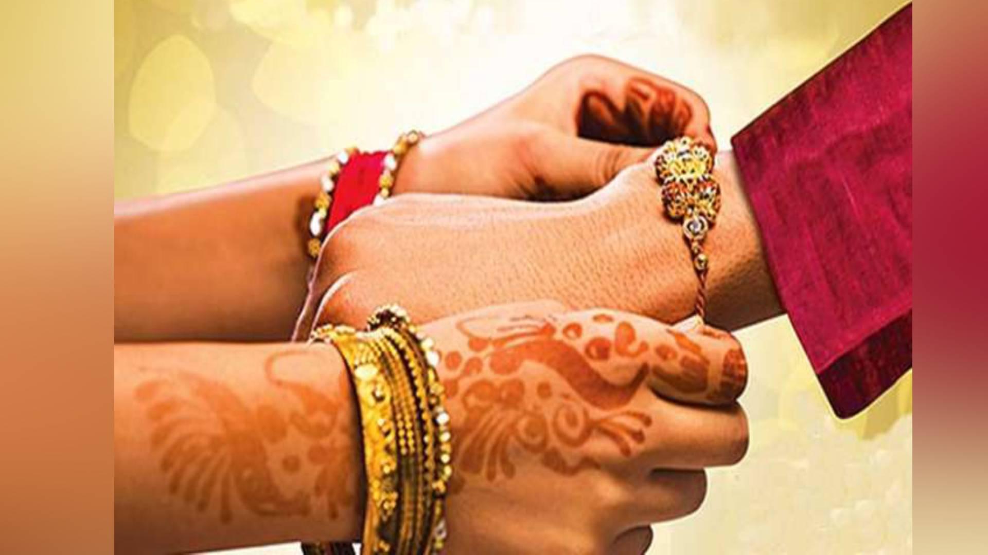 Raksha Bandhan 2019: जानिए भाई की कलाई पर राखी बांधने का शुभ मुहूर्त, कैसे शुरू हुई ये परंपरा
