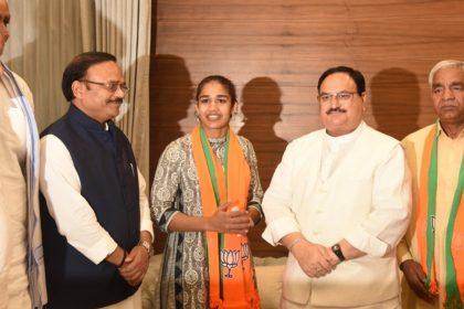 Babita Phogat And Mahavir Phgat Joins Bjp