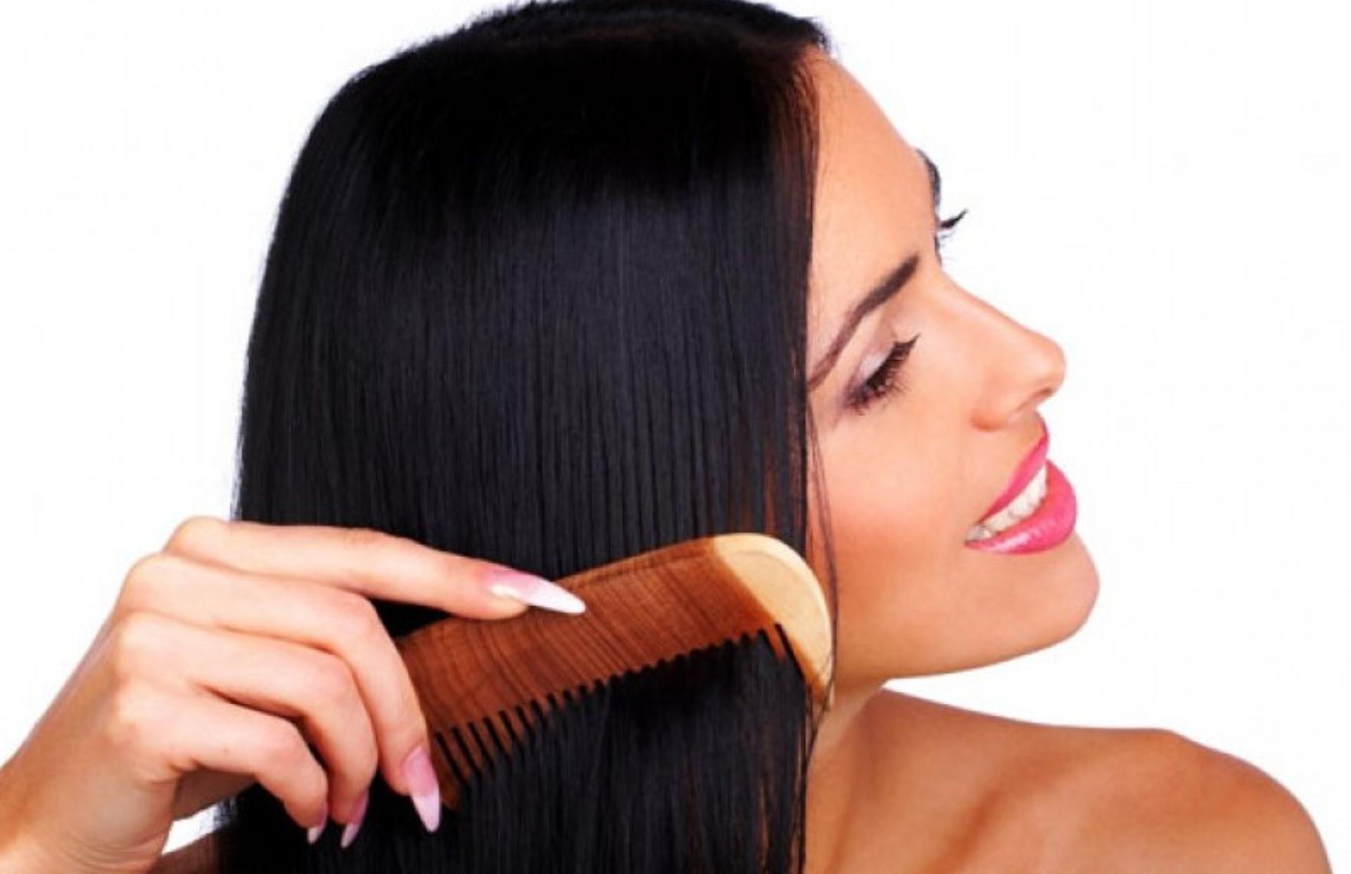 Hair Care Tips: कंघी करते वक्त अगर आप भी करती हैं ये गलतियां, तो हो सकता है बालों को नुकसान