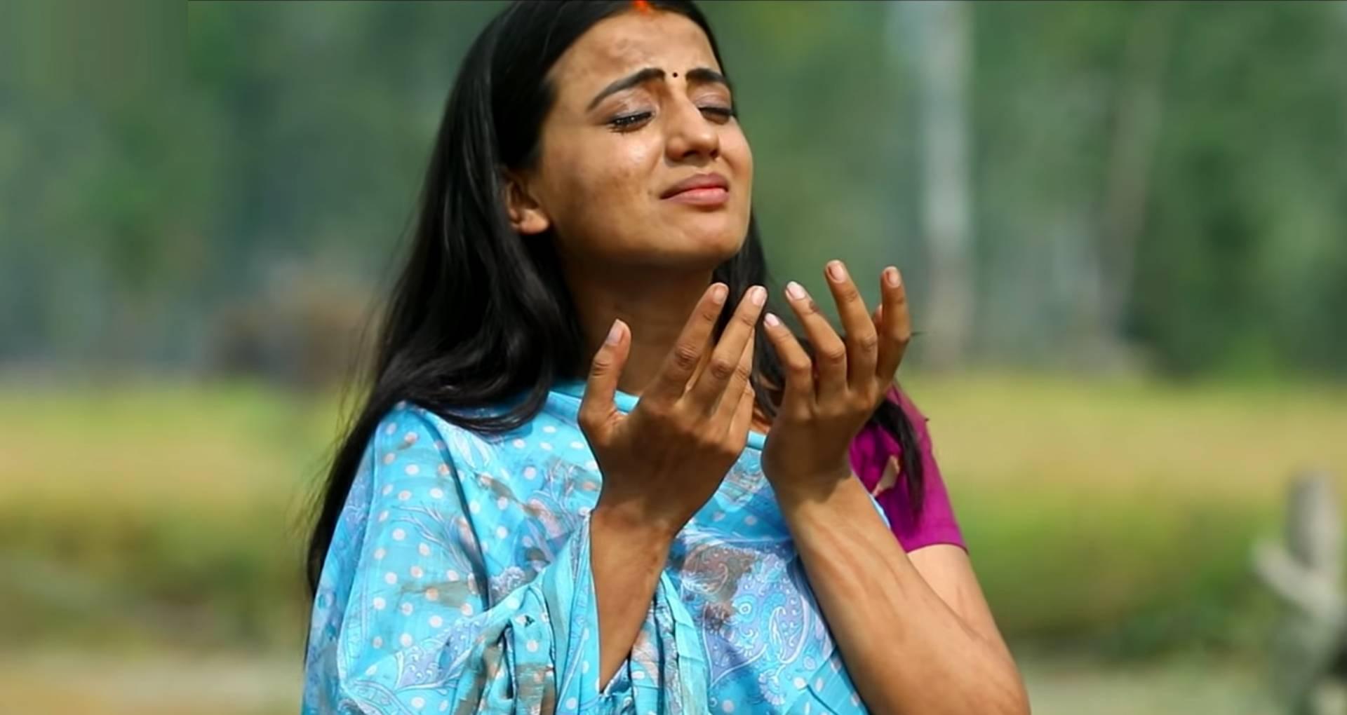 Futi Futi Rowe Nirdhaniya Song: अक्षरा सिंह का ये दर्द भरा छठ गीत यूट्यूब पर छाया, मिले इतने लाख व्यूज