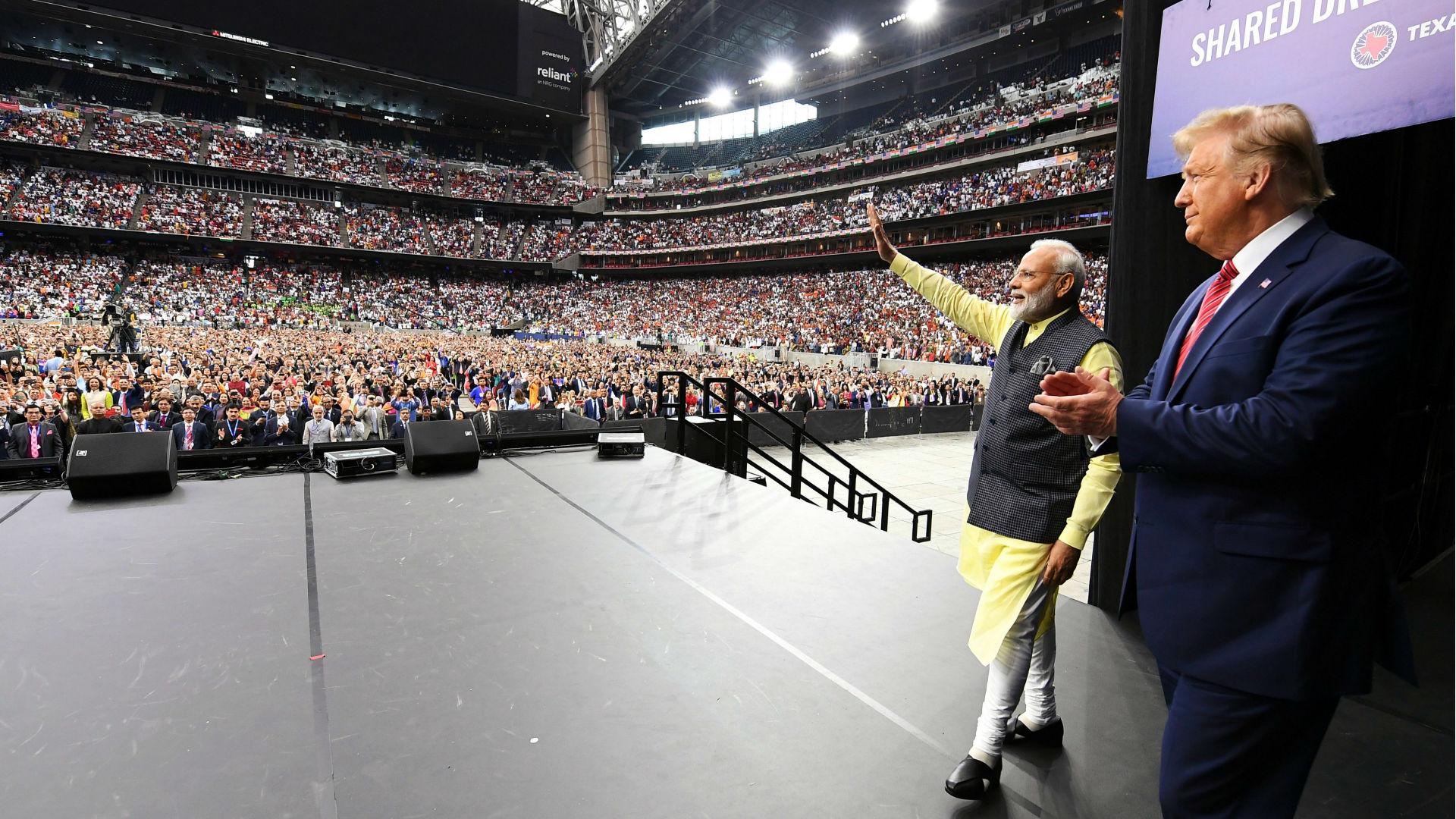 Howdy Modi: 'हाउडी मोदी' में छाए प्रधानमंत्री नरेंद्र मोदी, बॉलीवुड बोला- एक दिन हम दुनिया पर करेंगे राज