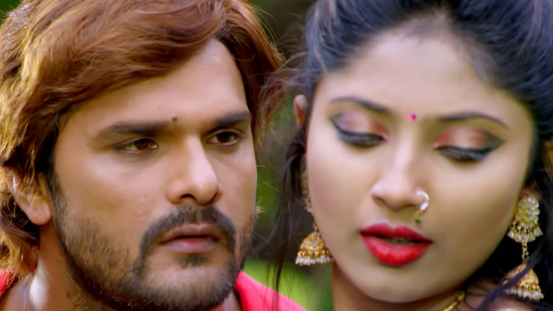 Ba Gajbe Kamar Ke Ghera Song: मुनमुन घोष की अदाओं पर मदहोश हुए खेसारी लाल यादव, देखिए ये बोल्ड सॉन्ग