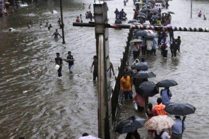 गई मुंबई पानी में! अमिताभ बच्चन से लेकर भूमि पेडनेकर तक सभी का हुआ बुरा हाल, ये तस्वीरें बनी गवाह
