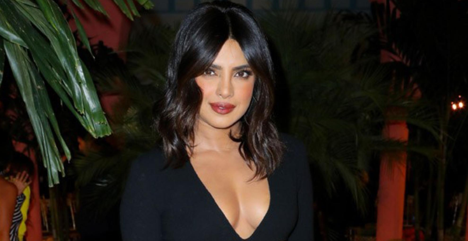 प्रियंका चोपड़ा ने अपने ग्लैमरस लुक से फिर ढाया कहर, ब्लैक ड्रेस में लगी बला की खूबसूरत