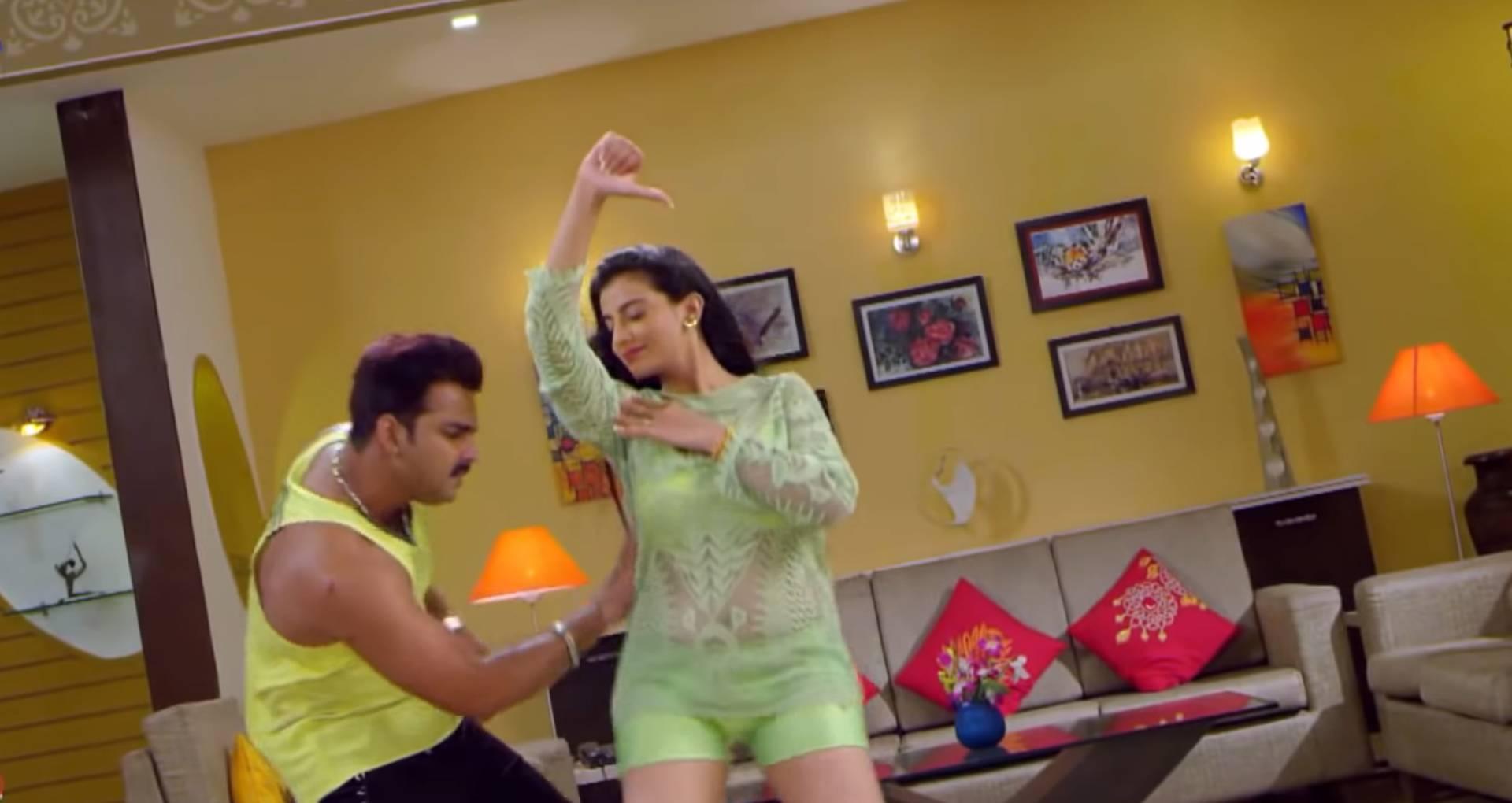 Othlali Me Roti Bor Ke Song: पवन सिंह-अक्षरा सिंह का ये बोल्ड सॉन्ग मचा रहा है धमाल, देखिए दमदार वीडियो