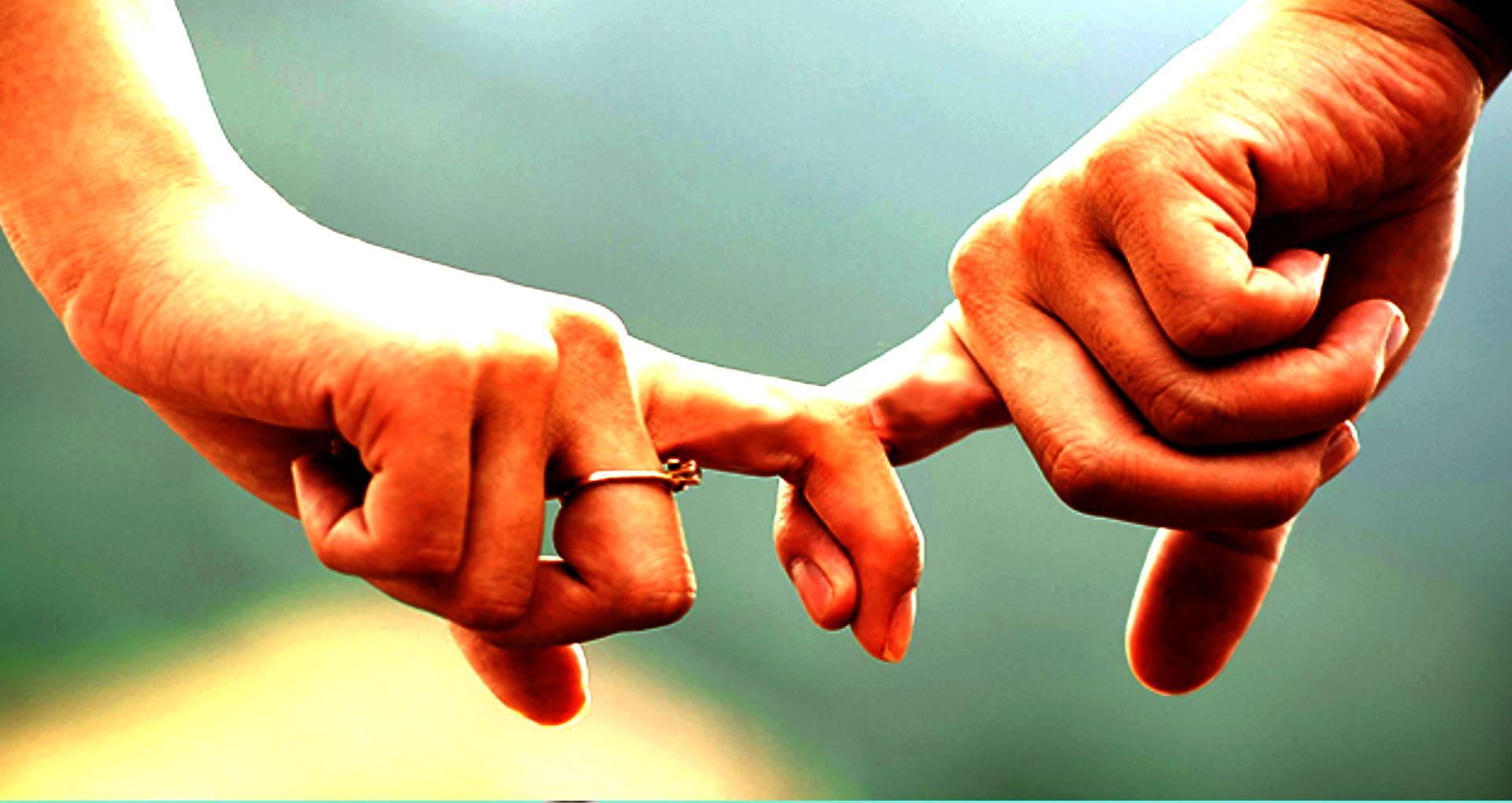 Relationship Tips: अपने रिलेशनशिप को बनाना है और भी मजबूत, तो अपनाएं ये खास टिप्स