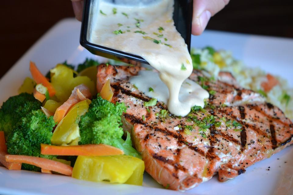 Health Tips: वजन घटाने से लेकर दिमाग बढ़ाने तक, इतना असरदार है ये मछली, जानिए इसके खाने के फायदे